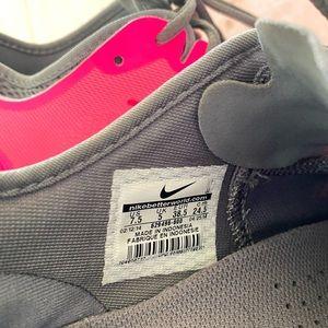 Nike Shoes - Nike Free Runs 5.0